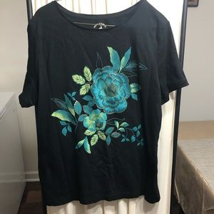 🎁💥Size 16/18 Black T-shirt with flower design